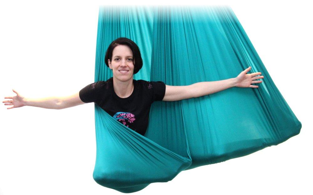 Jaqueline Aerial-Yoga im Tuch